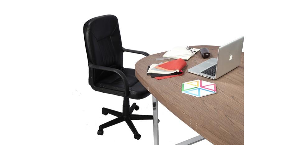 Chaise simili cuir optez pour nos chaises en simili cuir for Fauteuil de bureau sans accoudoir pas cher