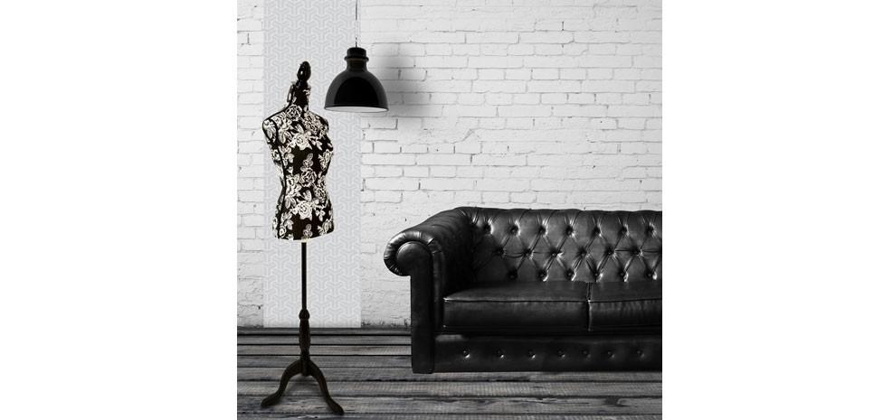 mannequin couture avec roses noires et blanches